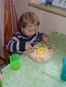 mit Gabel und Messer essen