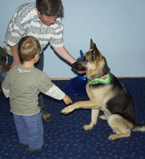 hund angie bei den kindern